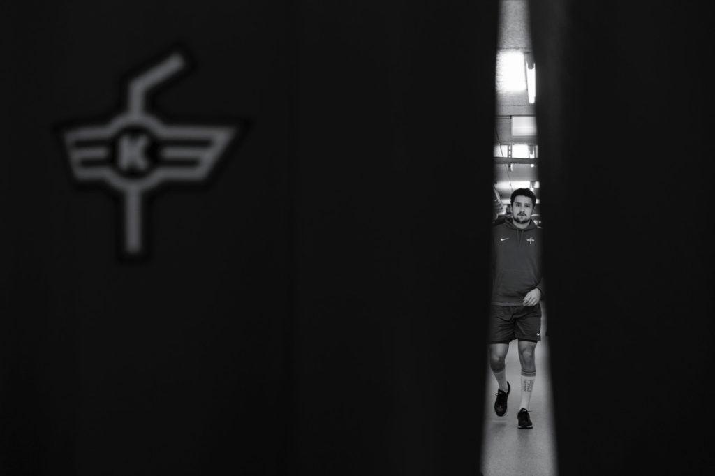 Dominik Baur Fotograf, Hinter dem Vorhang